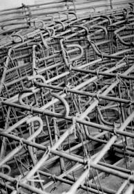 Salvaguarda del Tesoro Artístico Nacional durante la Guerra Civil española · Armadura de la bóveda de hormigón construida sobre la bóveda original de la planta baja de las Torres de Serranos como elemento estructural de protección · Valencia, 1937
