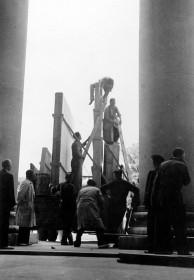 Salvaguarda del Tesoro Artístico Nacional durante la Guerra Civil española · Museo del Prado · Carga de camiones que transportaron a Valencia las obras del Museo del Prado