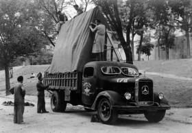 """Salvaguarda del Tesoro Artístico Nacional durante la Guerra Civil española · Museo del Prado · Preparación del camión que transportó """"Las Meninas"""" a Valencia"""