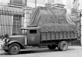 Salvaguarda del Tesoro Artístico Nacional durante la Guerra Civil española · Museo del Prado · Camión preparado para transportar a Valencia las obras del Museo del Prado, abril de 1937