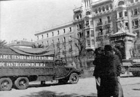 Salvaguarda del Tesoro Artístico Nacional durante la Guerra Civil española · Museo del Prado · Cineastas ingleses filman el traslado de las obras del Prado en los camiones de la Junta