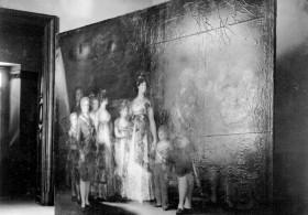 """Salvaguarda del Tesoro Artístico Nacional durante la Guerra Civil española · Museo del Prado · Embalaje de """"La Familia de Carlos IV"""" de Goya para su traslado a Valencia"""